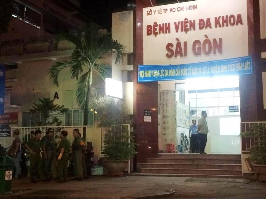 Lực lượng chức năng quận 1 túc trực tại bệnh viện