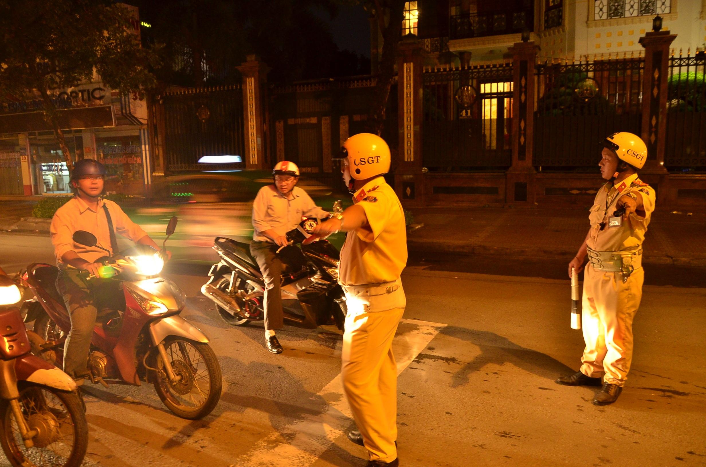 Lực lượng CSGT Công an quận 3 ra quân kiểm tra nồng cộ cồn nhằm kéo giảm tai nạn giao thông