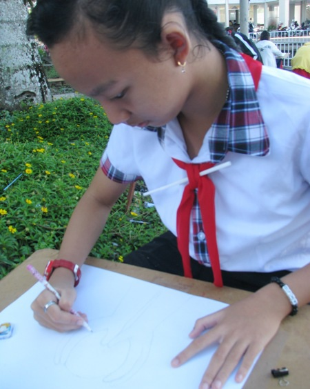 Học sinh sôi nổi thi vẽ tranh đón Tết Trung thu - 4