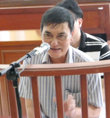 Bị cáo Phạm Văn Núi thừa nhận có thiếu sót nhưng cho rằng việc thiếu trách nhiệm là của tập thể chứ không riêng bị cáo.