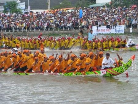Lễ hội Đua ghe Ngo sẽ hứa hẹn những màn đua hấp dẫn người xem.