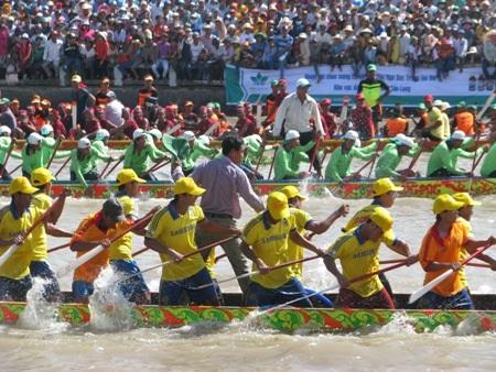 Hấp dẫn giải đua ghe Ngo đồng bào Khmer Nam Bộ - 12