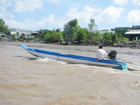 Trước nay về Đất Mũi Cà Mau chỉ có thể đi tàu, thuyền qua những con sông lớn nhỏ chằng chịt.