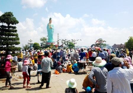 Khu Quán Âm Phật Đài tọa lạc tại phường Nhà Mát, TP. Bạc Liêu.