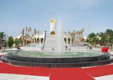 Khu lưu niệm Nghệ thuật Đờn ca tài tử Nam Bộ và Nhạc sĩ Cao Văn Lầu tọa lạc tại phường 2, TP Bạc Liêu.