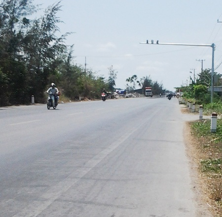 Camera giám sát giao thông được gắn trên QL1A qua địa bàn huyện Hòa Bình, Bạc Liêu.