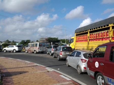 Quốc lộ 1A kẹt cứng nhiều giờ vì dòng người đổ về Thánh đường Tắc Sậy - 4
