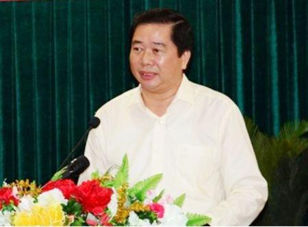 Phó Chủ tịch tỉnh Cà Mau Thân Đức Hưởng trả lời bức xúc, kiến nghị của cử tri tại kỳ họp thứ 15. (Ảnh: CTTĐTCM).