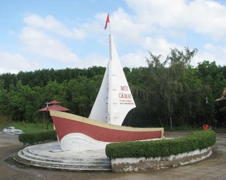 Đường bộ hoàn thành, cột cờ Hà Nội xây xong sẽ đưa du lịch Mũi Cà Mau cất cánh cao thêm.