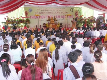 Đông đảo chức sắc, chư tăng, phật tử cùng về tham dự lễ xây dựng Thiền viện Trúc Lâm Bạc Liêu.