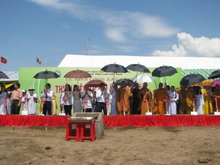 ...và chính thức động thổ khởi công xây dựng Thiền viện Trúc Lâm Bạc Liêu.