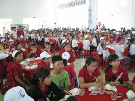 500 em học sinh nghèo đã có những ngày hè vui tươi tại trại hè Ước mơ hồng.