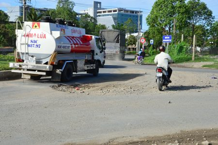 Sóc Trăng: Người dân khốn khổ vì xe chở hàng… tra tấn - 1