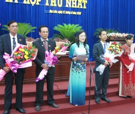 Chủ tịch HĐND tỉnh khóa IX Lê Thị Ái Nam phát biểu sau khi trúng cử. Bà Nam yêu cầu các đại biểu HĐND tỉnh khóa mới phải nêu cao tinh thần trách nhiệm, lắng nghe tâm tư, nguyện vọng và thực hiện tốt lời hứa với người dân.