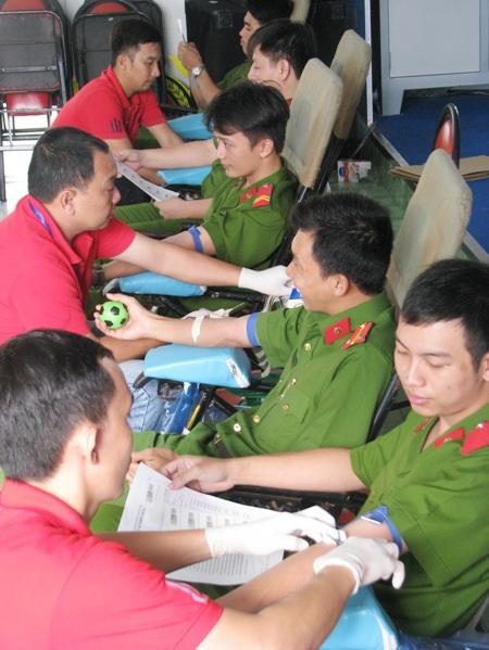 Nhiều chiến sĩ bày tỏ, được chia sẻ những giọt máu để cứu người là hành động có ý nghĩa nhất của tuổi trẻ hiện nay.