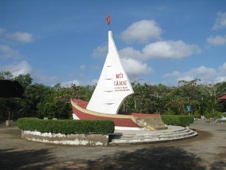 Mũi Cà Mau là điểm du lịch quan trọng của tỉnh Cà Mau hiện nay.