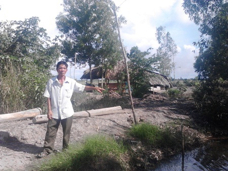 Ông Nguyễn Văn Nhỏ cho biết, gia đình ông canh tác 1,5 ha lúa trên đất nuôi tôm bị mất trắng nhưng không được hỗ trợ đồng nào.