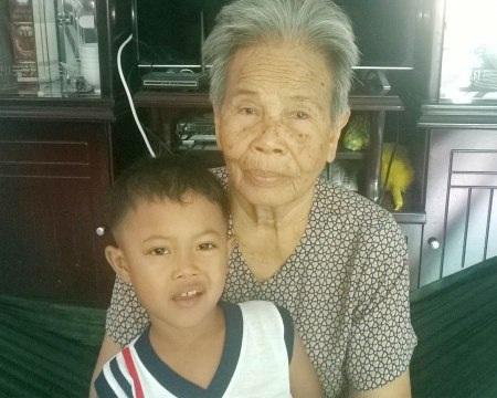 Bà Dương rất đau khổ trước hành vi đòi đất, đánh em của con trai bà.