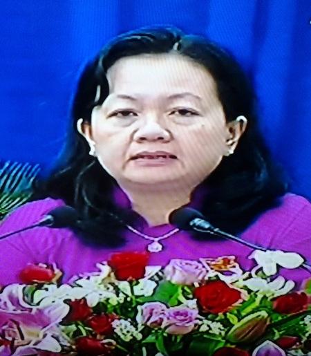 Bà Phan Thị Thu Oanh - Phó Giám đốc Sở NN&PTNT tỉnh Bạc Liêu bị truy gắt về tình trạng bơm chích tạp chất vào tôm.