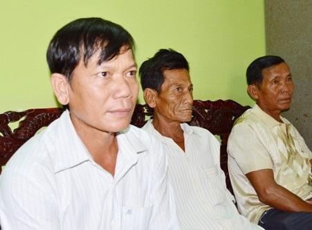 Không đồng ý với bản án của tòa sơ thẩm, ông Thạch Phú Lãnh (bên trái) tiếp tục yêu cầu tòa phúc thẩm tuyên ông Hoài bồi thường thêm cho ông.