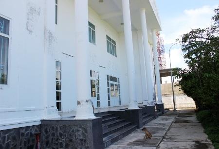Trụ sở Chi cục Thống kê thị xã Vĩnh Châu bị bỏ hoang.