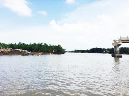 Cầu Ô Rô bị sập tại xã Đất Mũi, huyện Ngọc Hiển, Cà Mau.