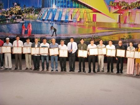 UBND tỉnh Bạc Liêu tặng Bằng khen cho nhiều tập thể và cá nhân của Hội Âm nhạc TPHCM có đóng góp cho sự phát triển của ngành văn hóa nghệ thuật tỉnh Bạc Liêu.