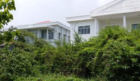 Nhiều trụ sở cơ quan Nhà nước tại thị xã Vĩnh Châu xây xong bỏ hoang vì xây dựng sai vị trí.