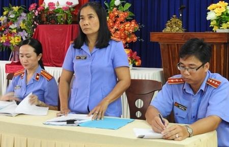 Đại diện Viện KSND TP Cà Mau tổ chức công khai xin lỗi anh Huỳnh Nhật Quang.