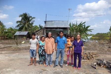 Cả gia đình bà Tuyến đang khốn đốn vì trước nguy cơ không còn chỗ để ở.