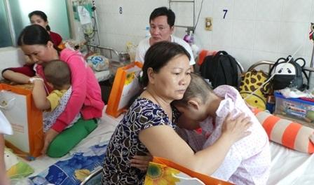 Quá tải bệnh viện đang gây mất lòng tin ở người bệnh, tác động tiêu cực đến chất lượng điều trị