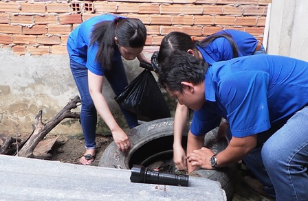 Lốp xe, đồ phế thải có thể chứa nước sạch đều là môi trường lý tưởng cho muỗi Asdes phát triển