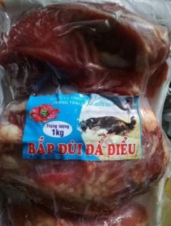 Một mẫu sản phẩm thịt heo giả thịt đà điểu bị cơ quan chức năng thu giữ