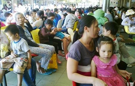 Bệnh nhân đến khám tại bệnh viện Nhi Đồng 1