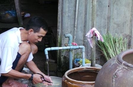 Người dân tại các quận huyện vùng ven thành phố đang phải sử dụng nguồn nước không đảm bảo