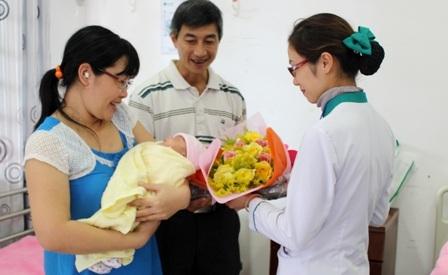 Sau 3 tháng chăm sóc tích cực tại bệnh viện, cháu đã xuất viện về với gia đình