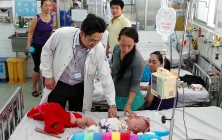 Bệnh nhi mắc sốt xuất huyết điều trị tại bệnh viện Nhi Đồng 1, TPHCM