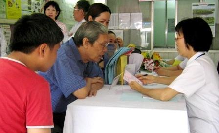 Bệnh nhân tại phòng khám bác sĩ gia đình tại phường 10, quận 10