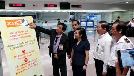 Bộ trưởng Nguyễn Thị Kim Tiến giám sát công tác phòng chống Zika tại sân bay Tân Sơn Nhất