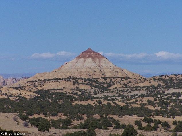 """Một ngọn núi trọc thuộc tiểu bang Utah (Mỹ) mang tên """"núi một ngực""""."""
