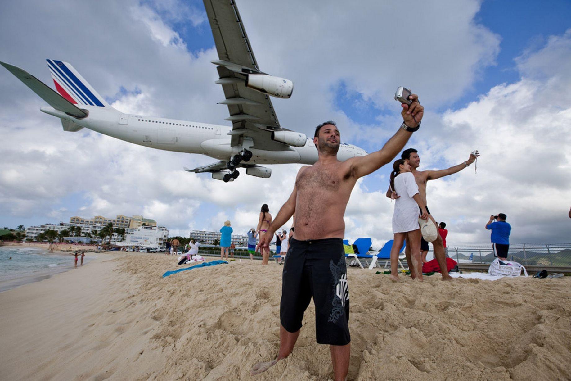 Du khách selfie khi máy bay chuẩn bị hạ cánh