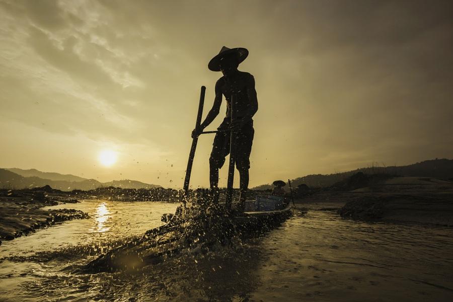 Cuộc sống người ngư dân. Tác giả: Visoot Uthairam