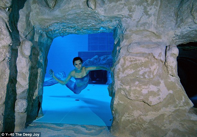 Khám phá bể bơi sâu nhất thế giới - 4