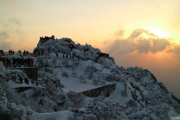Núi Hoàng Sơn, tỉnh An Huy dưới ánh hoàng hôn