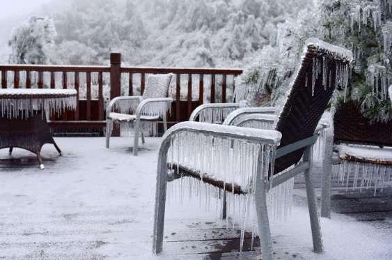 Vạn vật đóng băng trong ngày đông khắc nghiệt