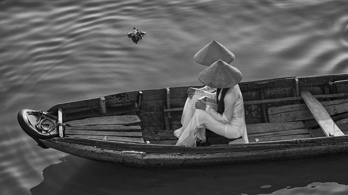Thiếu nữ bên dòng sông Mekong
