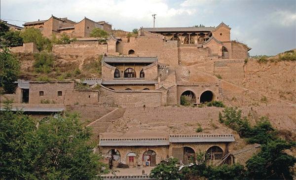 Kỳ lạ những ngôi làng nằm trong hang động hàng trăm năm - 3