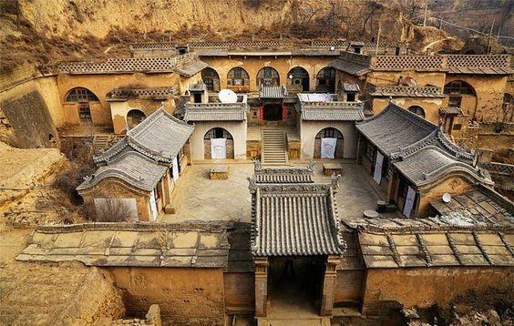 Những căn nhà có niên đại tới hàng trăm năm, là nơi cư trú của nhiều thế hệ trong gia đình