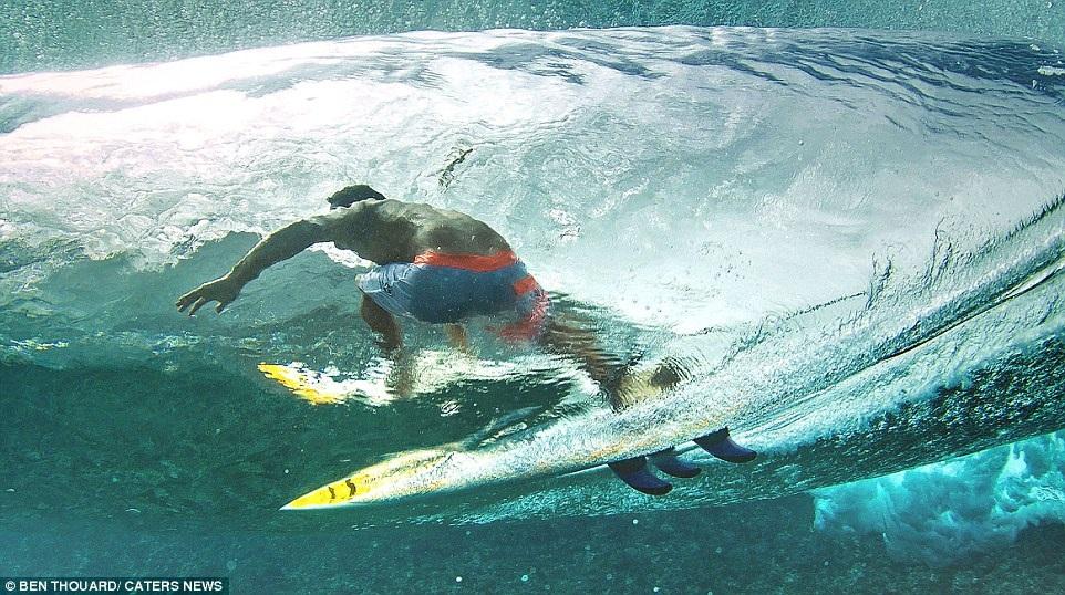 Hình ảnh ngoạn mục đến khó tin của những vận động viên lướt sóng - 10