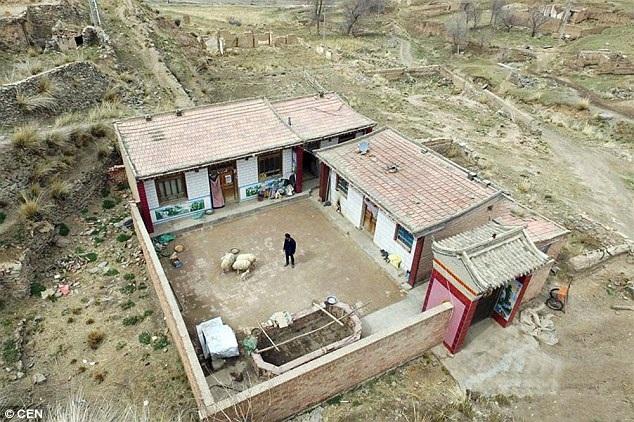 Ngôi làng nhỏ nằm sâu trong núi ở tỉnh Cam Túc, nơi chỉ có duy nhất một người đang sinh sống